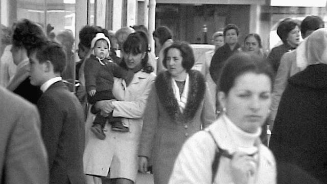Les femmes attendent le droit de vote. [RTS]