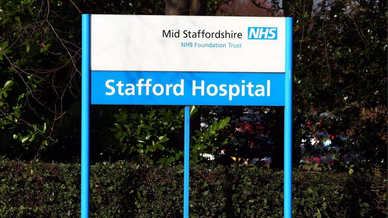 Enseigne de l'hôpital de Stafford, dont la gestion a fortement été critiquée dans un rapport. [David Jones - Keystone]