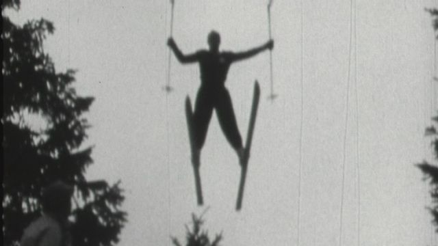 Les skieurs s'amusent en 1954. [RTS]