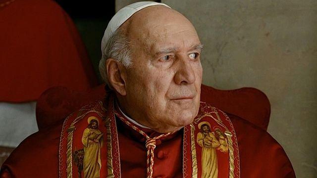 """Michel Piccoli interprète un pape pris de doute dans """"Habemus Papam""""."""
