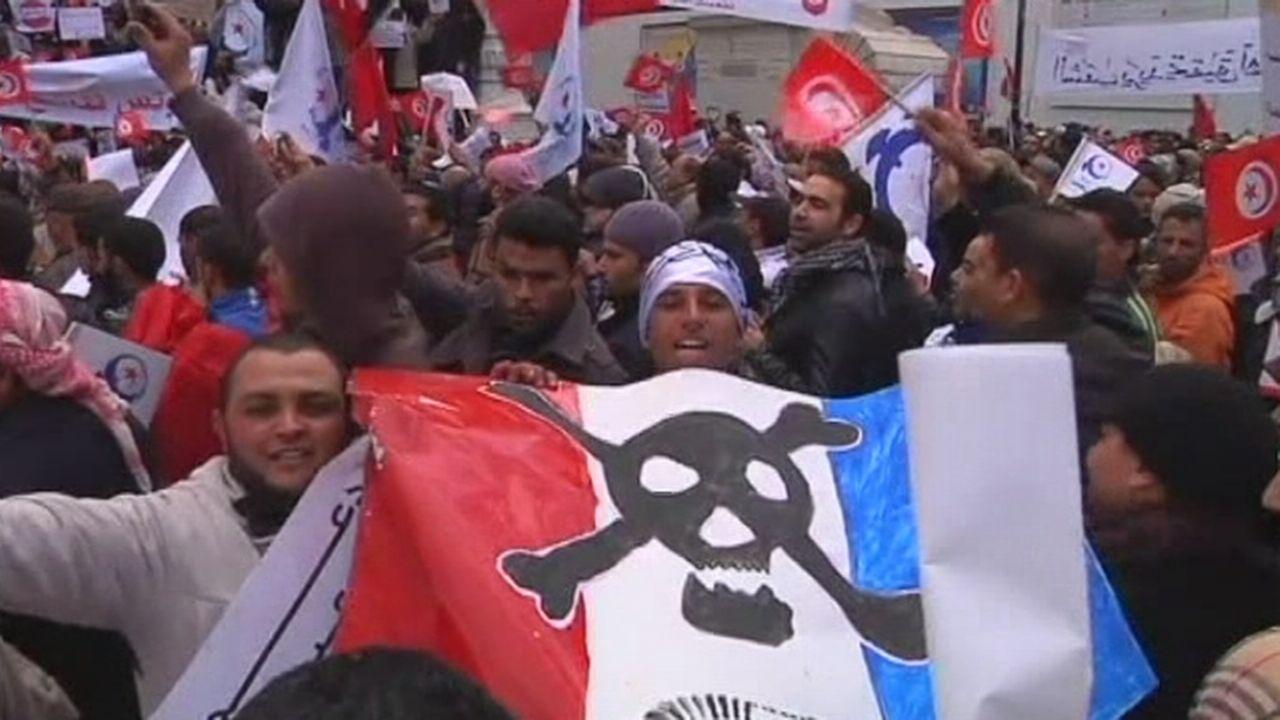 Des dizaines de milliers de manifestants pro-islamistes défilent à Tunis