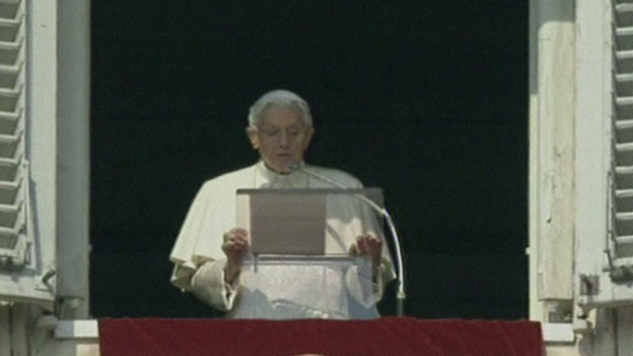 Benoît XVI réunit 100.000 fidèles place Saint-Pierre