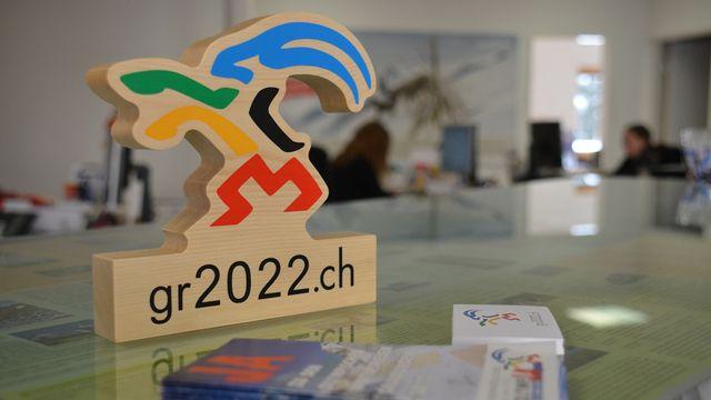 Matériel de propagande pour les Jeux Olympiques aux Grisons en 2022. [Gaël Klein. - RTS]