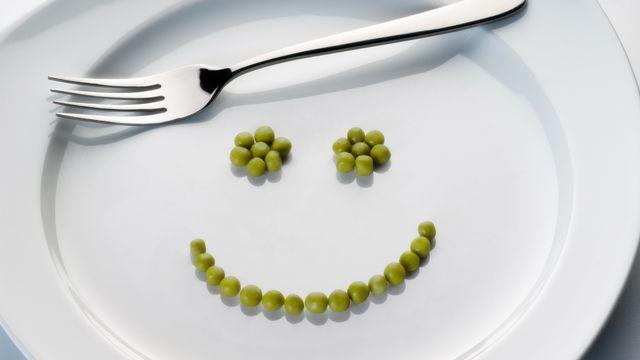De plus en plus de personnes renoncent à manger de la viande et deviennent végétarien. [Eisenhans]