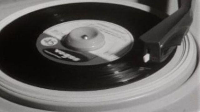 Un disque sur un tourne-disque. [RTS]
