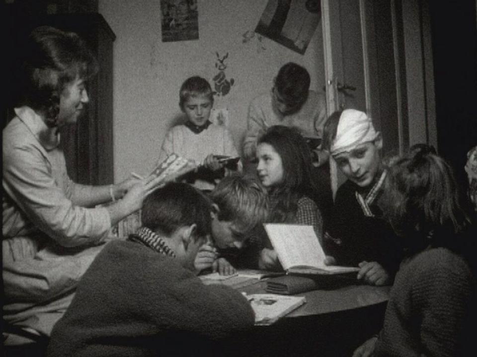 Une aide familiale en 1962. [RTS]