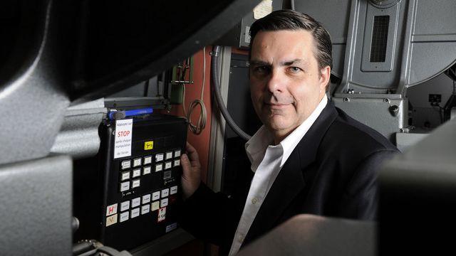 Frédéric Maire pose dans la salle de projection de la Cinémathèque Suisse à Lausanne. [Dominic Favre - Keystone]