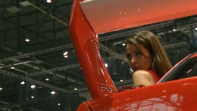 Les hôtesses au Salon de l'Automobile, 2001. [RTS]