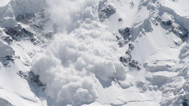 Certaines avalanches de neige se comportent comme des avalanches de roches. [Maygutyak  - Fotolia]