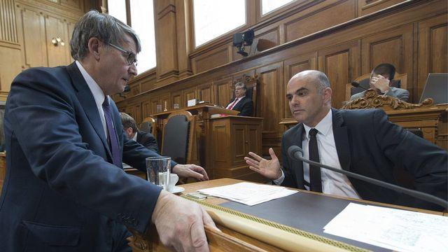 Le vote du Conseil des Etats est une victoire pour le conseiller fédéral Alain Berset (dte). [Lukas Lehmann - Keystone]