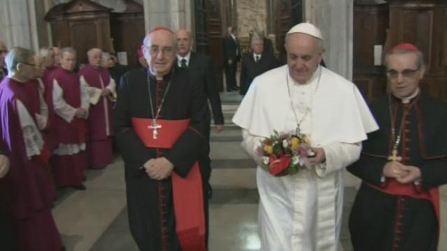 Première sortie du Vatican du nouveau pape