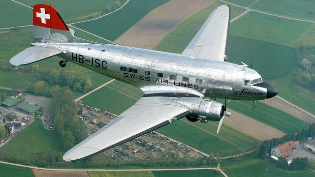 Le DC-3 du constructeur américain Douglas a sillonné l'air européen entre 1937 et 1969, transportant au maximum 23 passagers. Neuf appareils composaient la flotte de Swissair. [Dorothea Mueller - Keystone]