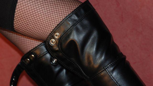Les bottes en cuir sont souvent objet à fétichisme. [Fred - Fotolia]