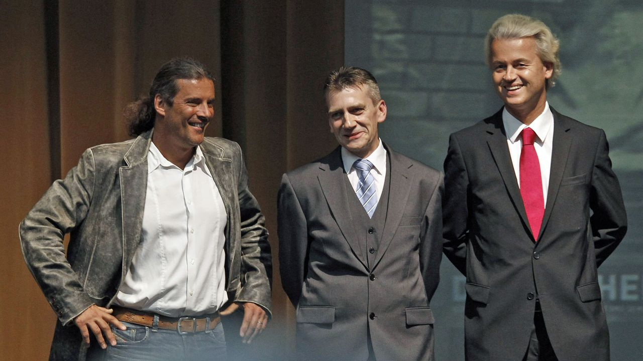 Oskar Freysinger en compagnie de deux nationalistes européens, René Stadtkewitz et Geert Wilders, en 2001 à Berlin. [Tobias Schwarz - Reuters]