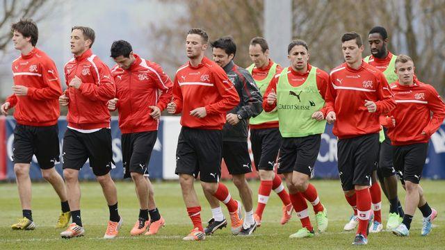 L'équipe suisse de football à l'entraînement. [Walter Bieri - Keystone]