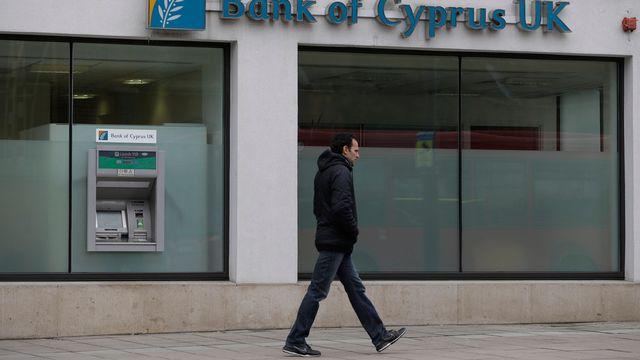 Les détenteurs de gros dépôts à la banque de Chypre pourraient perdre jusqu'à 60% de leurs avoirs. [Lefteris Pitarakis - AP Photo/Keystone]