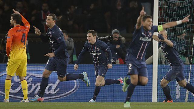 Paris St Germain's Zlatan Ibrahimovic, second left, runs to celebrate after he scored a goal against Barcelona  [(AP Photo/Francois Mori) - Keystone]