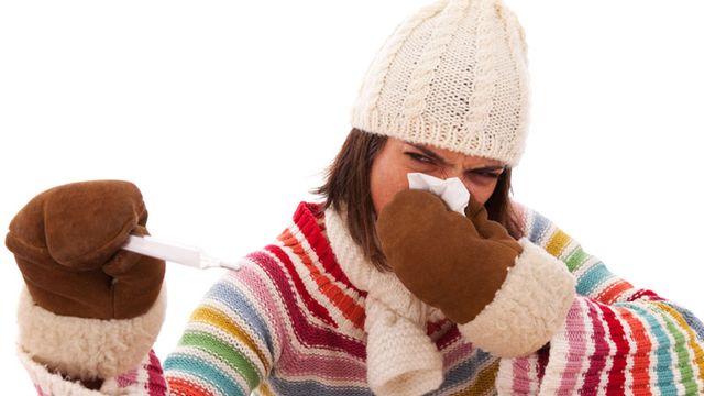 Ce n'est pas toujours une bonne idée de ramper avec 40° de fièvre vers le cabinet médical en cas de grippe thermomètre grippe refroidissement mouchoir [Helder Almeida]