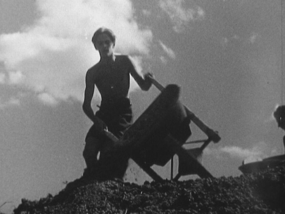 Jeune, pendant la guerre en 1940. [RTS]