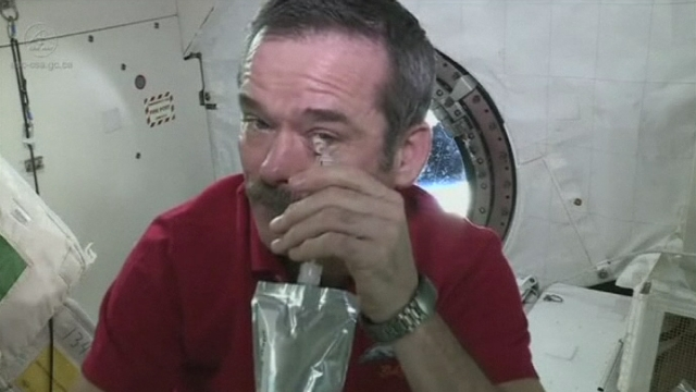 Peut-on pleurer dans l'espace? [RTS]