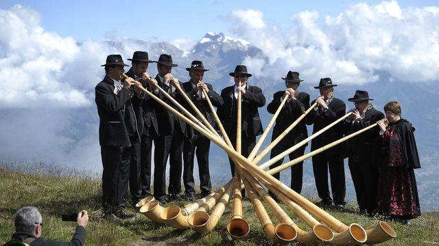 Dimanche 22 juillet: les vedettes du cor des Alpes sont réunies à Nendaz, en Valais. [Jean-Christophe Bott - Keystone]
