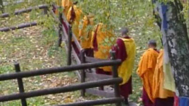 Procession Moines tibétains au Mont-Pélerin [RTS]