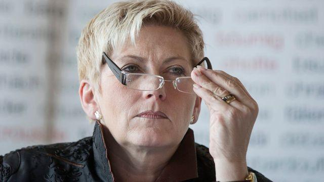 La conseillère d'Etat bernoise en charge des finances Béatrice Simon a annoncé des chiffres rouges. [Peter Klaunzer - Keystone]