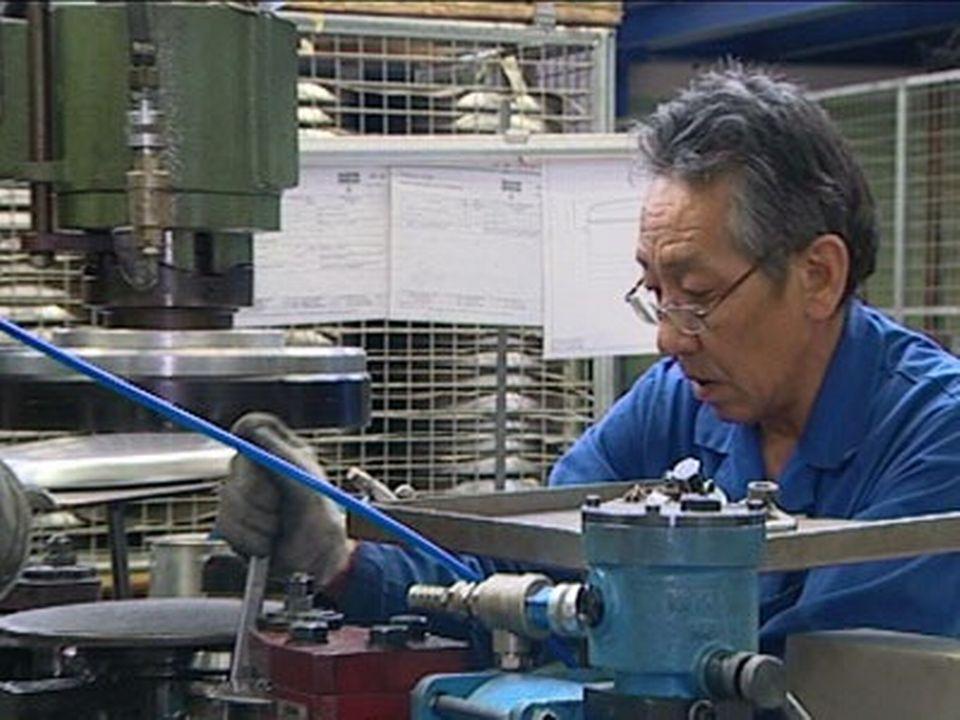 Tibétains en Suisse: reportage dans la fabrique Kuhn Rikon. [RTS]