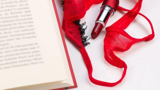 La lecture de romans érotiques une excellente nourriture pour agrandir son monde fantasmatique. [Hemeroskopion - Fotolia]
