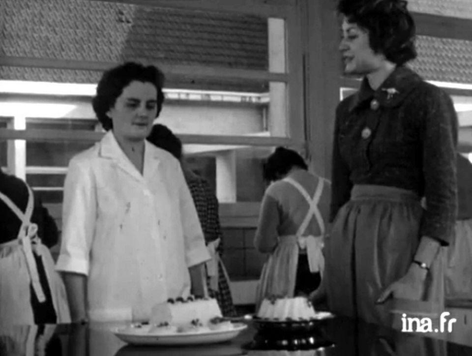 """""""La femme et la maison : le riz"""" [INA]"""
