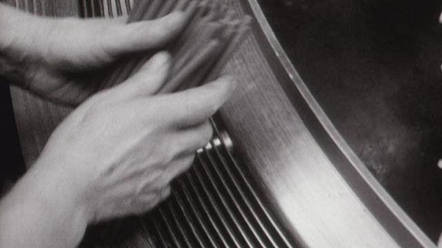 A la fabrique de crayons Caran d'Ache en 1967. [RTS]