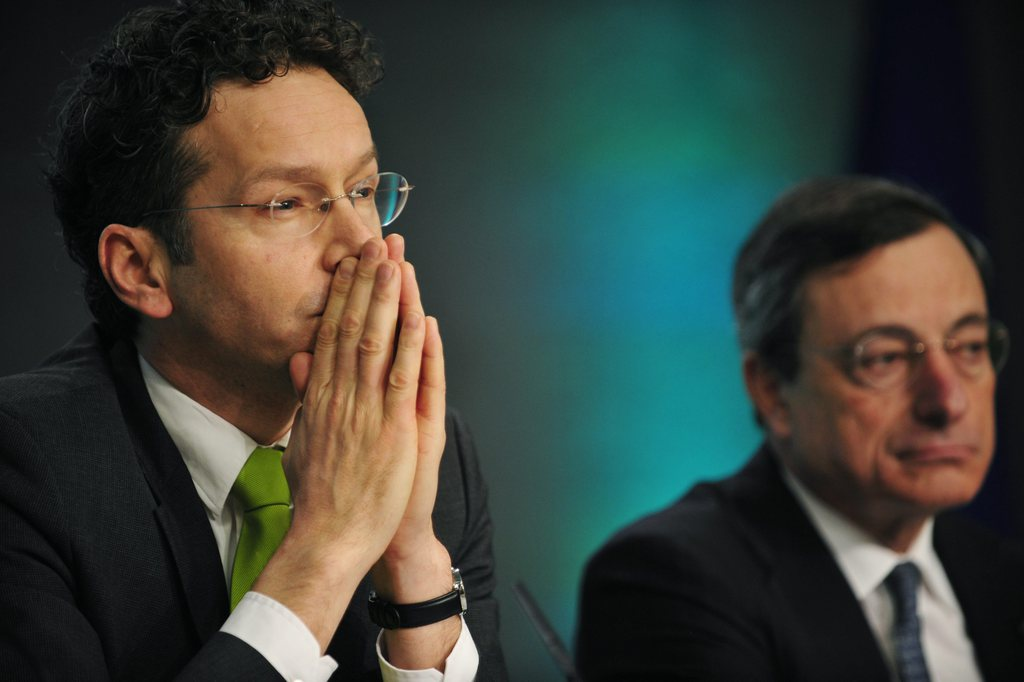 eurogroupe, dublin, zone euro, Jeroen Dijsselbloem (L) and President of the European Central Bank (ECB) Mario Draghi