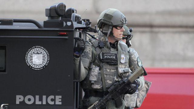 Le groupe d'élite du SWAT a été déployé dans les rues de Boston après les explosions. [Neal Hamberg - Reuters]