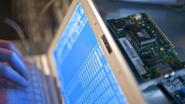 Les dénonciations de faits de cybercriminalité ont augmenté de 55% en 2012. [Gaëtan Bally - Keystone]