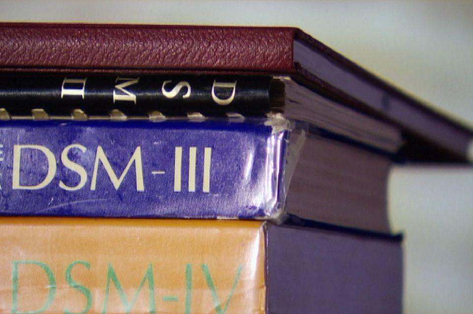 Le DSM, un ouvrage référence sur les troubles mentaux. [RTS]