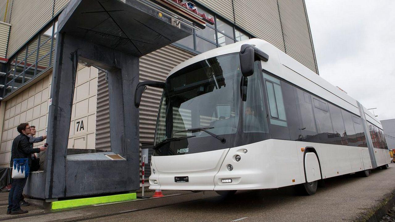 Un bus 100% électrique ne nécessitant aucune ligne de contact sera mis en service à Genève. [Salvatore Di Nolfi - Keystone]