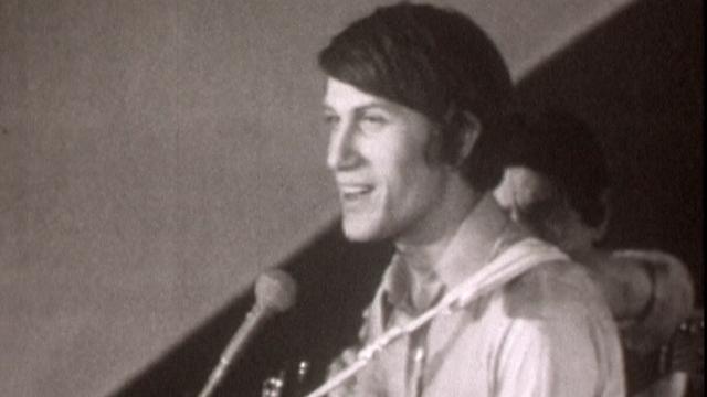 """Dutronc a """"Rendez-vous au Bowling"""" en 1966. [RTS]"""