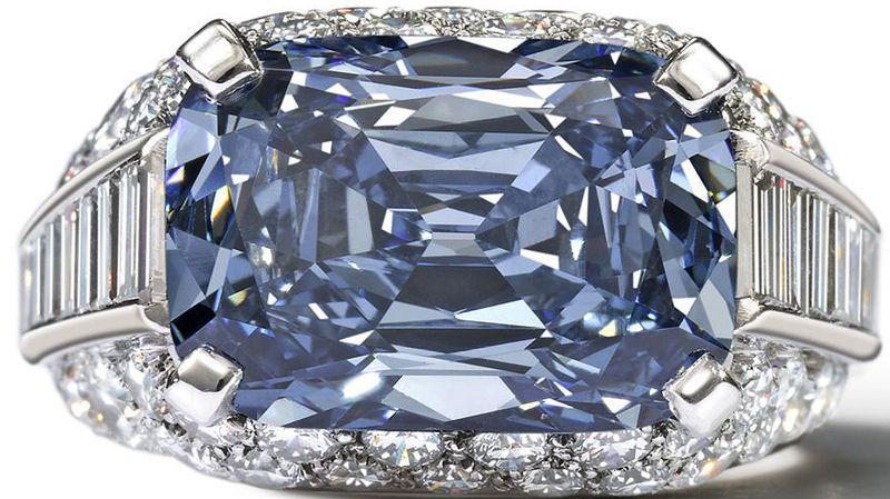 bague diamant bleu prix