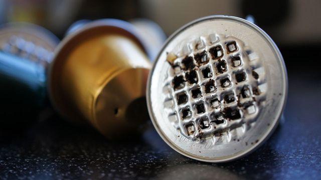 Les capsules Nespresso peuvent facilement être réutilisées, en les remplissant à nouveau avec le café de son choix. [realjuju - Fotolia]