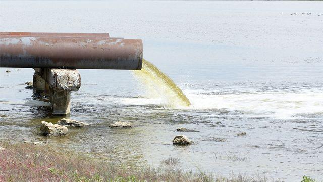 La pollution des eaux est un défi pour la sauvegarde de l'environnement.  Dmitry Vereshchagin Fotolia [Dmitry Vereshchagin - Fotolia]