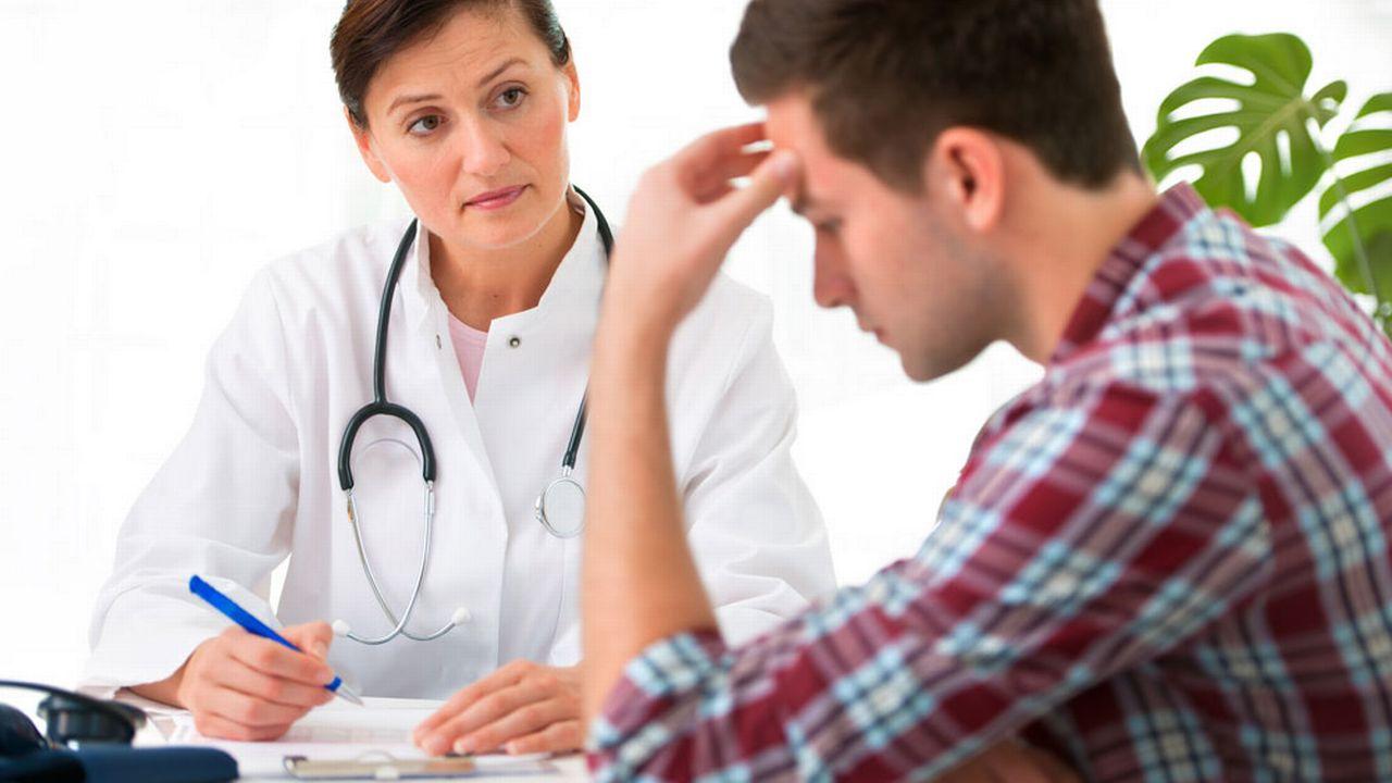 Le dialogue médecin-patient est très important en cas de maladie chronique. [Alexander Raths - Fotolia]