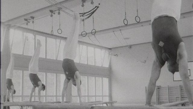 Entraînement de la section de gymnastique de Morges en 1967. [RTS]