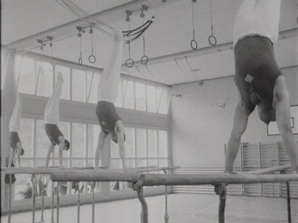 Entraînement de la section de gymnastique de Morges en 1967. [RTS]