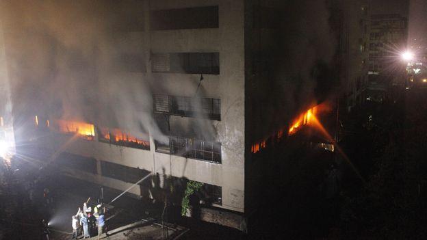 nouvel incendie meurtrier dans une usine textile au bangladesh monde. Black Bedroom Furniture Sets. Home Design Ideas