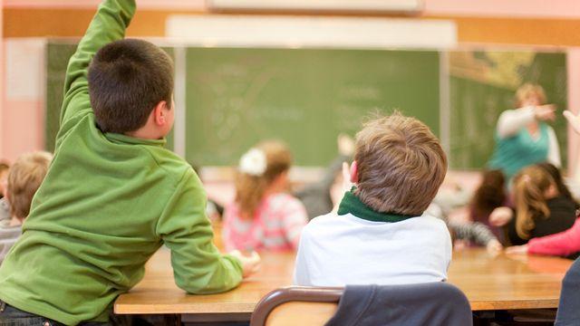 Le système de rachat de mauvaise conduite à l'école crée la polémique à Genève. [Monia]