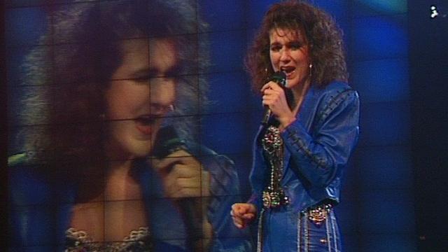 """Céline Dion chante """"Ne partez pas sans moi"""" en 1989. [RTS]"""