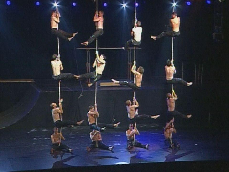 Spectacle de la Fête fédérale de gymnastique à Bâle en 2002. [RTS]