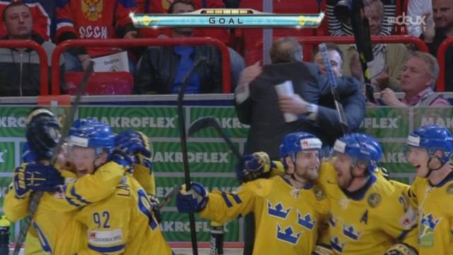 Finale, Suède - Suisse (5-1): Henrik Sedin met le puck dans le but vide et permet à la Suède de décrocher la médaille d'or [RTS]