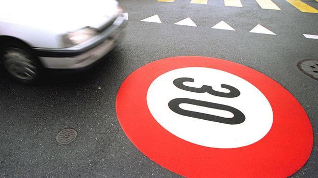 Faut-il limiter le trafic genevois à 30 km/h pendant la nuit?