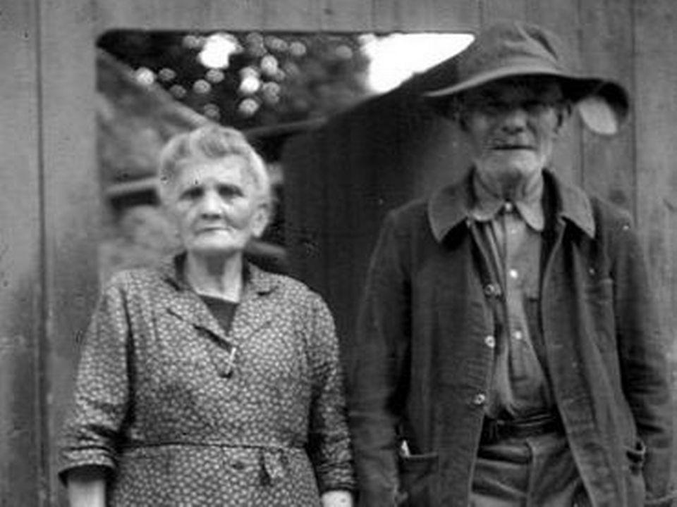 Un couple de personnes âgées. [Wikimédia 1950c]